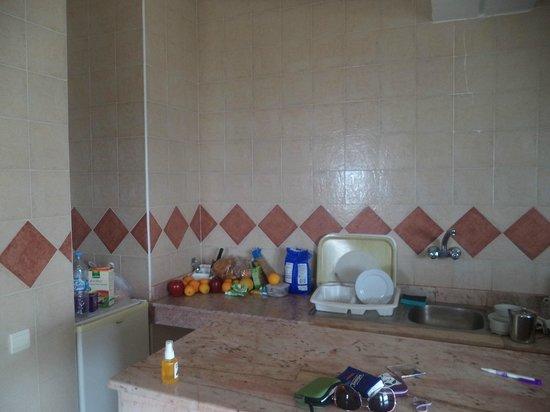 Residence INTOURISTE Aparthotel: Kitchen of Studio Apartment Room