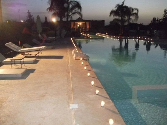 Domaine de L'Ourika : Evening by the pool