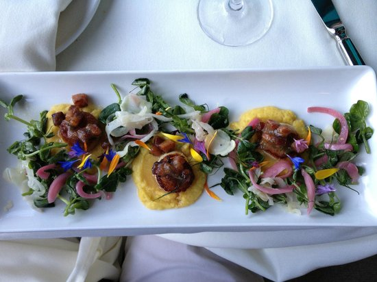 The Dining Room Restaurant - Butchart Gardens: Seared sea scallops