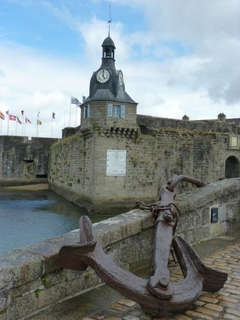Le Petit Chaperon Rouge : Entrée vielle ville Concarneau