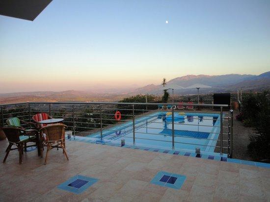 Panokosmos Holidays : Swimming pool in the evening