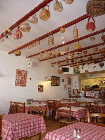 Le Petit Chaperon Rouge : Intérieur de la salle du restaurant