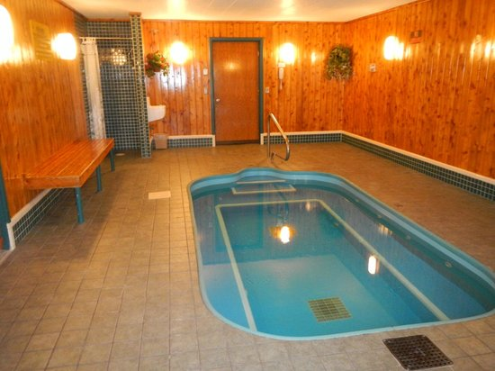North Star Hotel – Pictured Rocks: large hot tub (sauna is not pictured, but to the right)