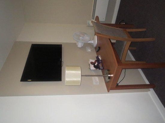 Premier Inn Tamworth Central Hotel: big tv
