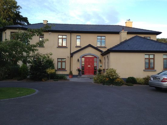 Cahergal Farmhouse: Front of house