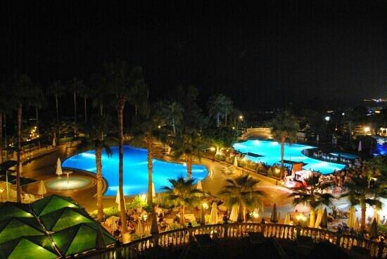 Hotel Iz Flower Side Beach: Hotel Iz Flower by night