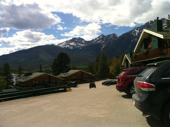 Pyramid Lake Resort: Parking in front of room