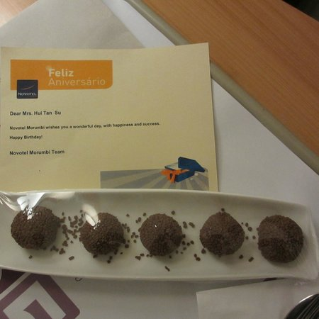 Novotel Sao Paulo Morumbi: :) Chocolate Balls. Should be yummy. Passed on to the cleaner as I cannot eat, was sick.