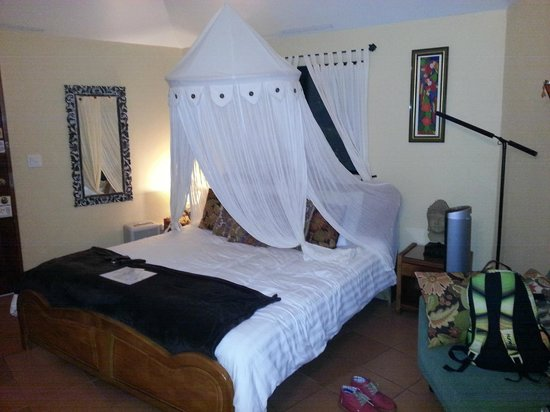 Boquete Garden Inn: King size Bed