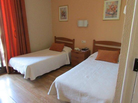 Hostal Fontanella: Habitación doble con baño compartido