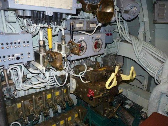 Int rieur du sous marin poste de pilotage photo de for Interieur sous marin
