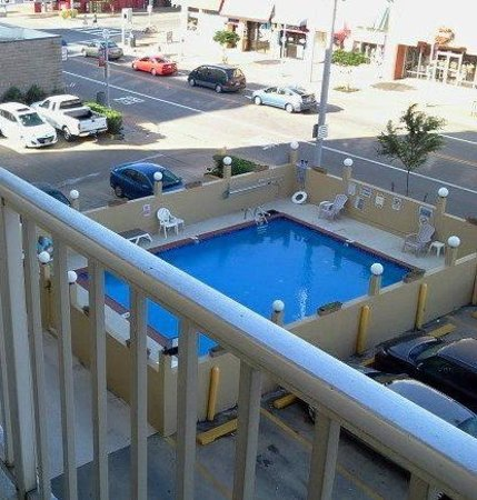 Travelodge Suites Virginia Beach Oceanfront: pool