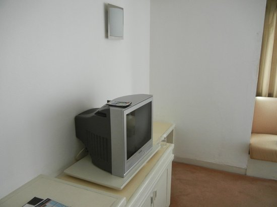 Star Hotel Chiang Mai: forget about LCD TV that u see in hotel photos