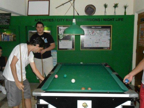 Che Lagarto Hostel Paraty: Curtir um bilhar com os amigos