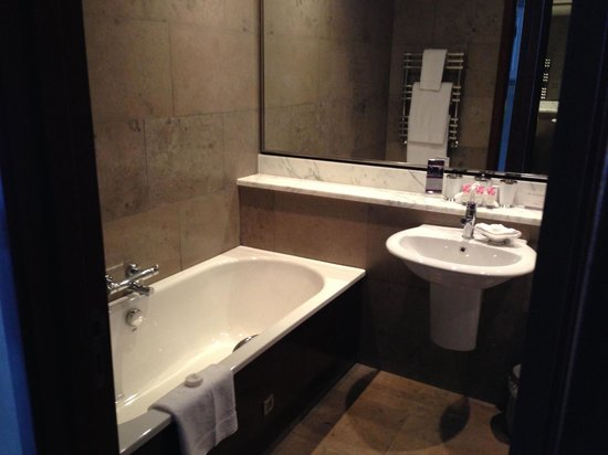 the g Hotel & Spa Galway: Bathroom