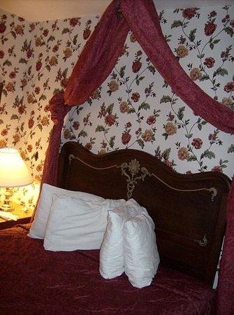 Murray Hotel: Bedroom with queen bed