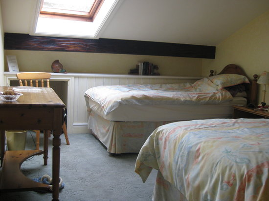 Hewenden Mill Holiday Cottages: The twin bedroom