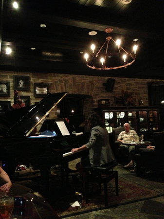 Old Mill Toronto: Jazz at the Home Smith Bar