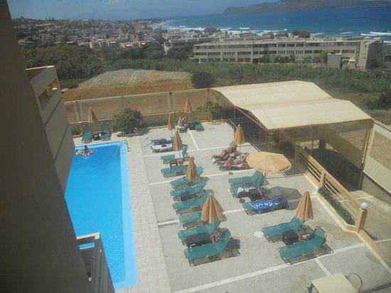 Top Hotel Chania: Widok  na basen