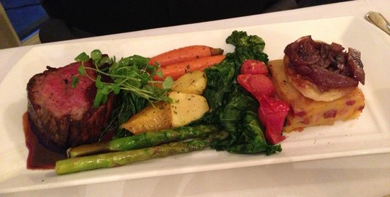 Old Mill Toronto: Beef tenderloin with vegetables and scalloped potatoes