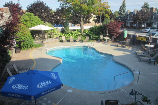 Best Western Fireside Inn: Swimming pool