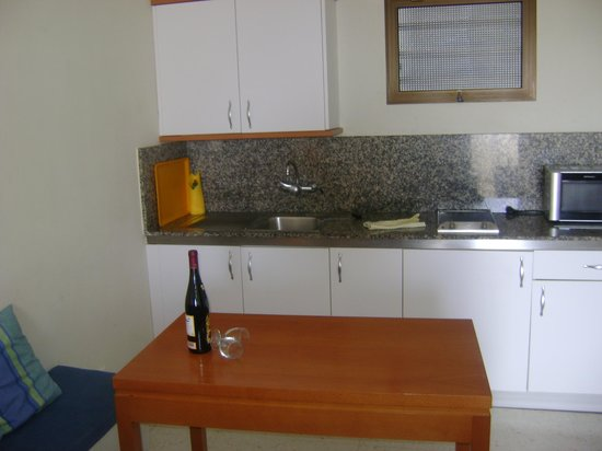 Apartamentos Tamanaco: free bottle of wine on arrival