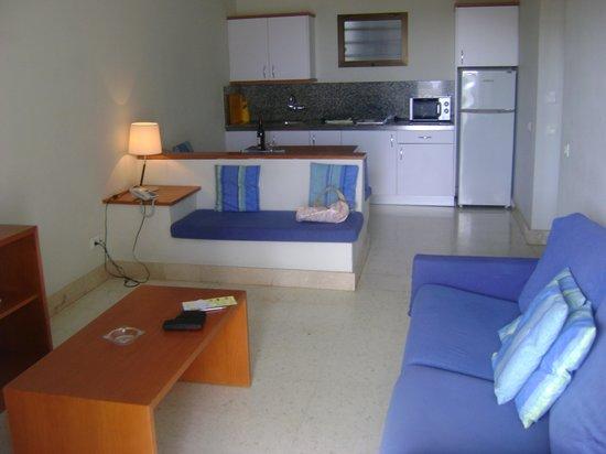 Apartamentos Tamanaco: room
