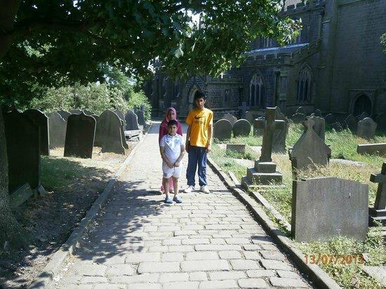 Heptonstall: old graveyard