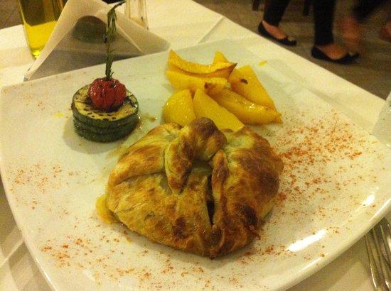 Agostinos Restaurant: Sfogliata di agnello con halloumi e rosmarino