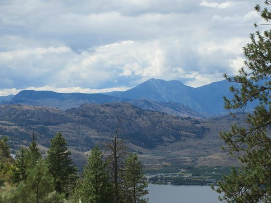Anarchist Mountain Lookout: View across the valley