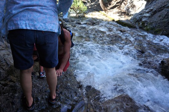 Zapata Falls: Rocks are slippery!! Water are freezing and fast!