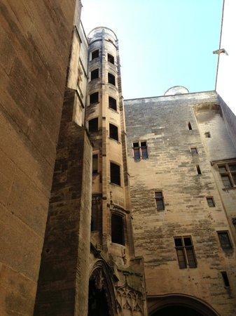Chateau de Tarascon: Il cortile gotico