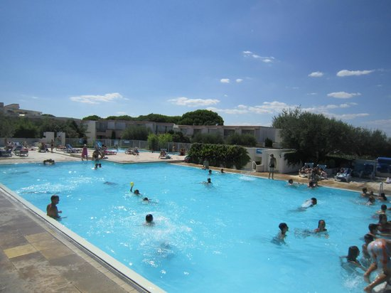 Lagrange Confort+ Residence Village Club de Camargue : Piscine