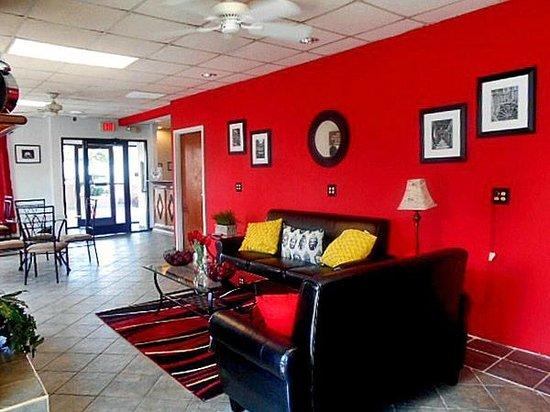 Motel 6 Calhoun : Lobby