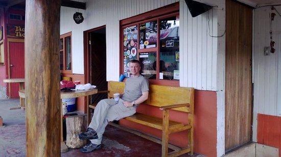 Pension Santa Elena : Entrance to the hostel