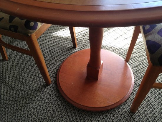 Chateau Victoria Hotel and Suites: scuffs/dents on cheap/small table