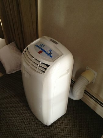 Chateau Victoria Hotel and Suites: really tacky air conditioning unit