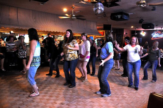 Boudain Hut : Line dancing at The Hut