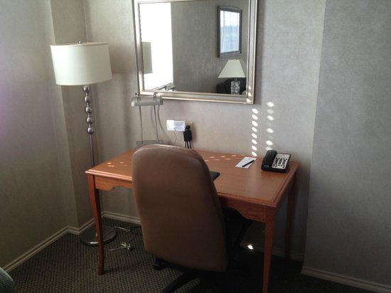 Chateau Victoria Hotel and Suites: cheap looking desk and lampshade that was not straight