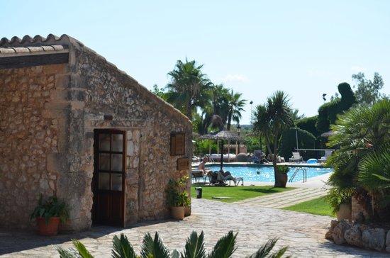 Hotel Rural Sa Bassa Rotja: Restaurant/Pool