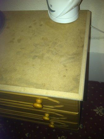 Smiths Hotel: chipboard furniture