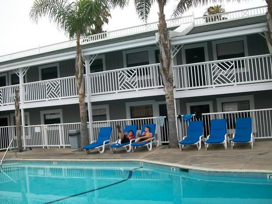 Beach Haven Inn: lounging by the pool after great day at the beach