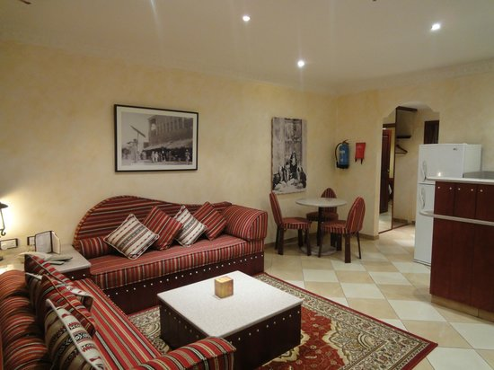 Al Liwan Suites: Apartment