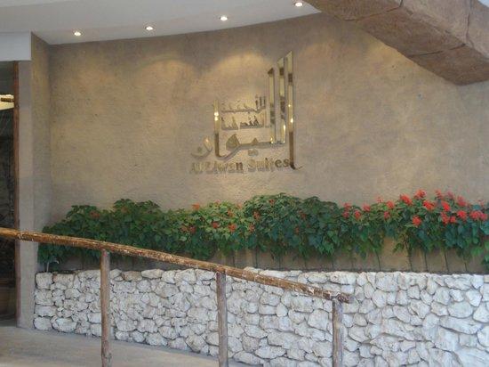 Al Liwan Suites: Main entrance