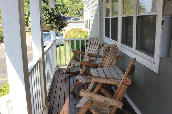 Ivy Court Inn & Suites: Porch