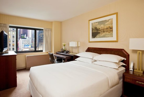 The Manhattan at Times Square Hotel: Deluxe Queen Room