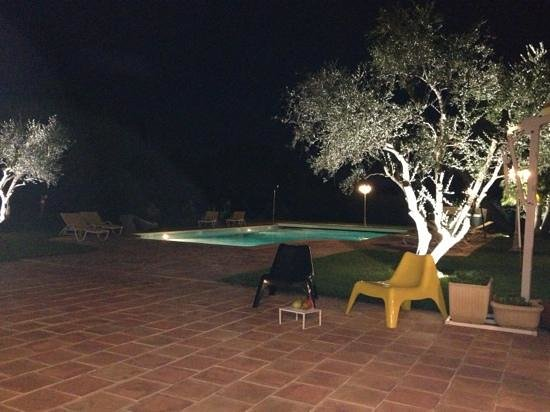 Le Clos des Escapades : Cena a bordo piscina