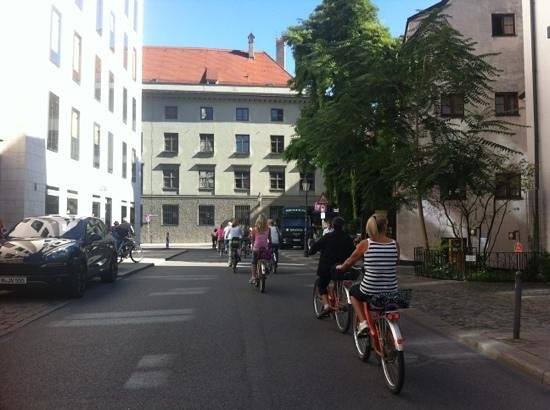 Frankie's Bike Tours: Cycling through Munich on a sunny day