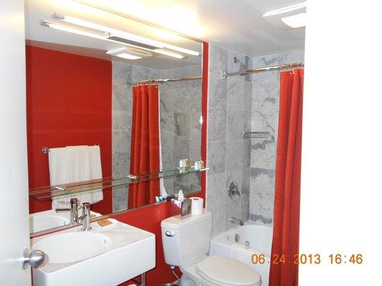 Hotel Murano: MY BATHROOM