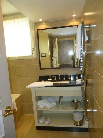 Hotel de Seze : Our bathroom